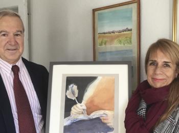 Doña Teresa Muñoz dona a la fundación una pintura realizada para el V Centenario del Nacimiento de Santa Teresa de Jesús